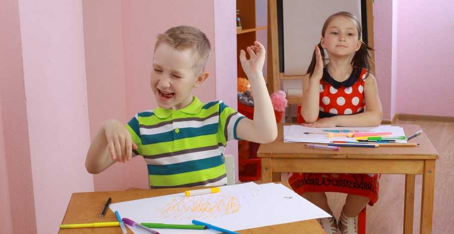 ילד מתפרע בכיתה