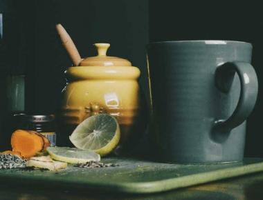 תה חורפי עם כורכום ולימון