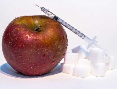תפוח, סוכר ומזרק
