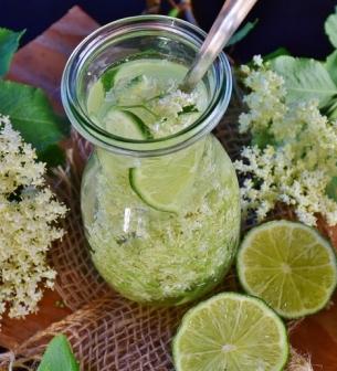 תה וצמחי מרפאה מגוונים